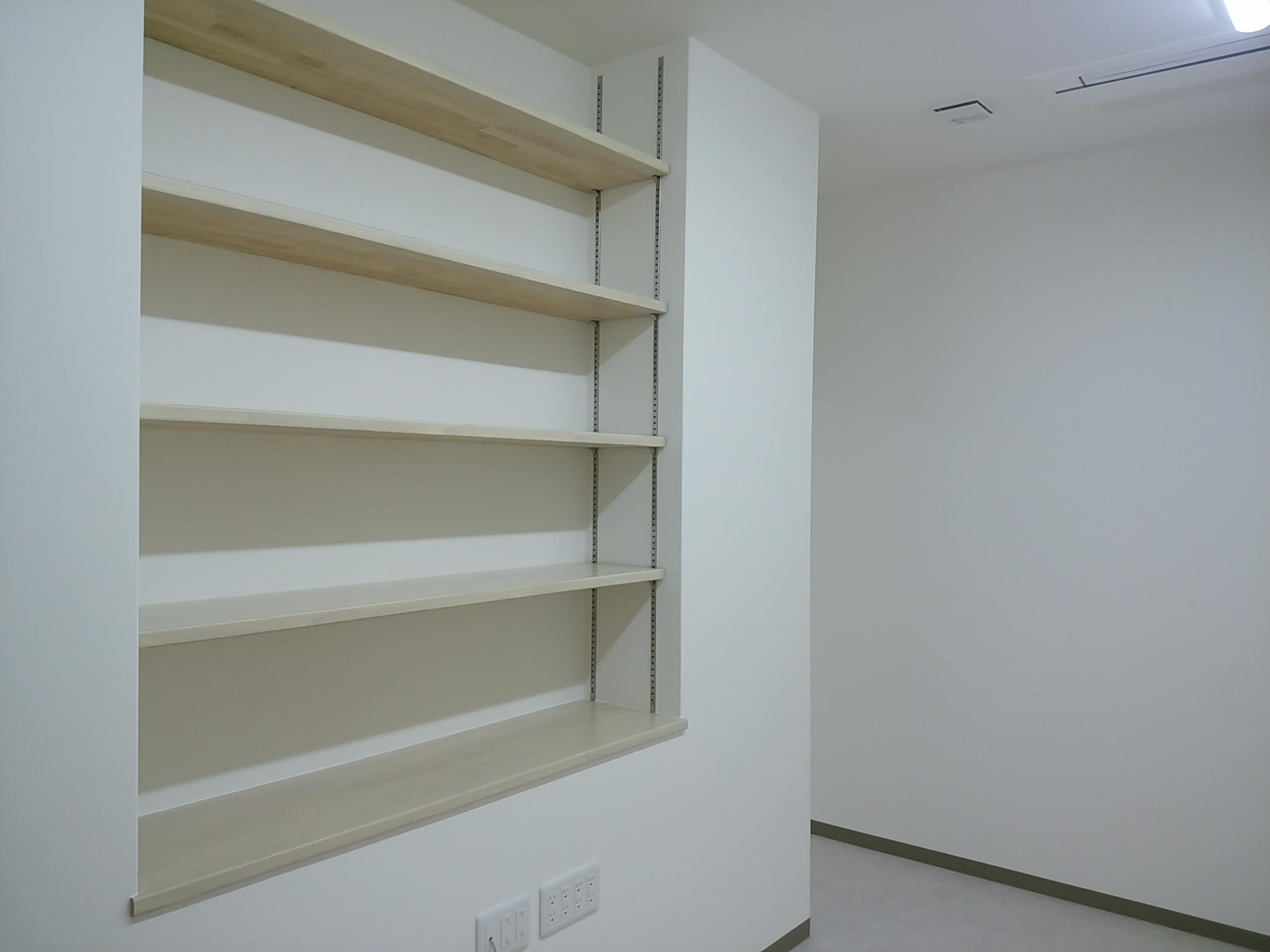 ニッチ(壁の厚みを利用した棚)