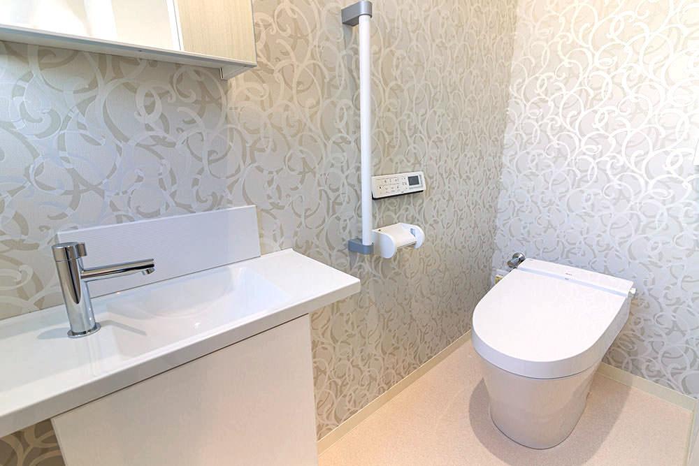 2階トイレはタンクレスでスッキリ!