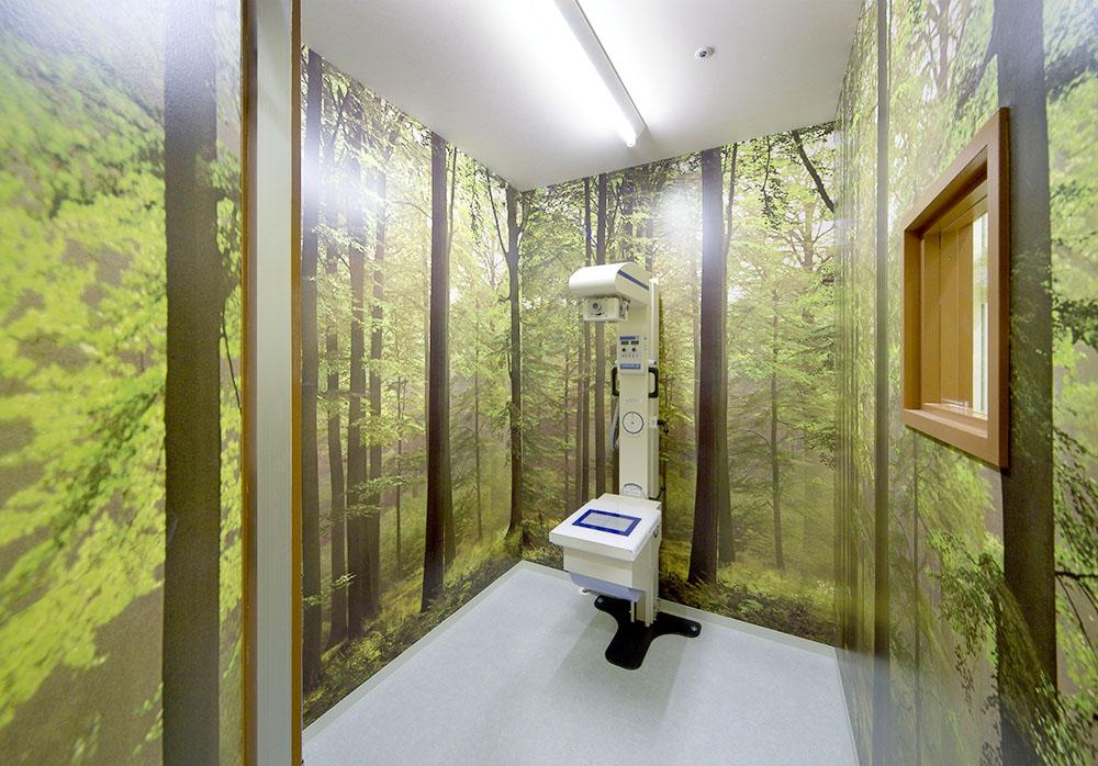 まるで森にいるような錯覚になるレントゲン室