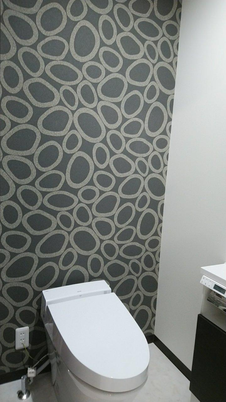 1階トイレは、スタイリッシュな空間に。